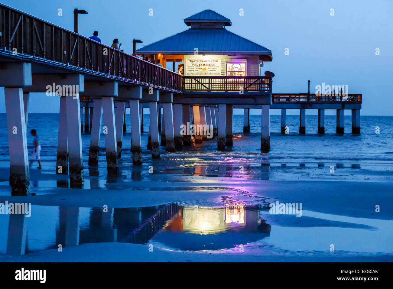 Fort myers florida ft beach gulf of mexico beach sand for Fort myers beach fishing pier