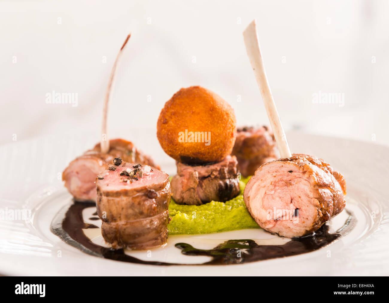 Haute cuisine pork roulade spare ribs pea puree potato for Haute cuisine