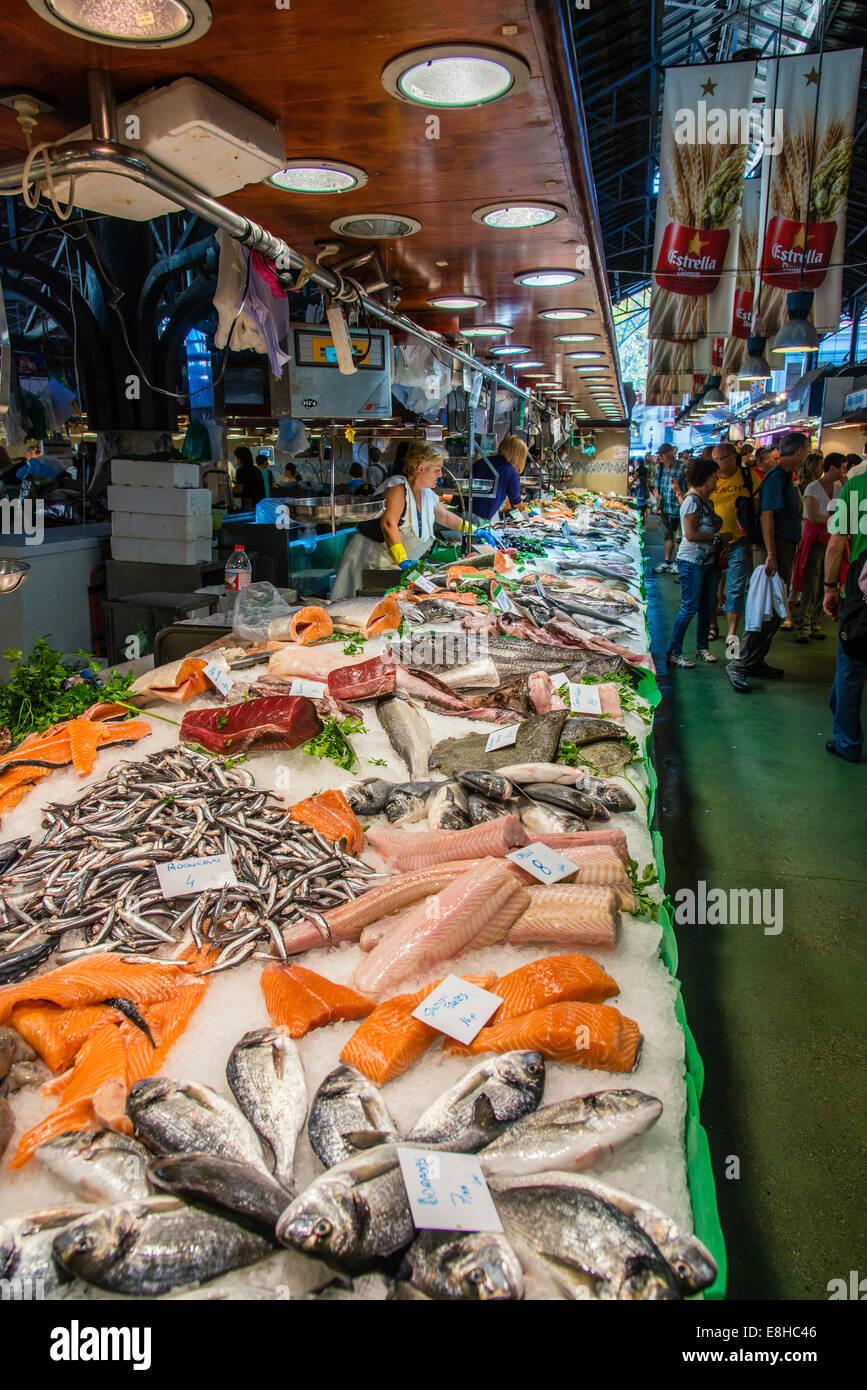 Fish stall in la boqueria food market barcelona for La fish market