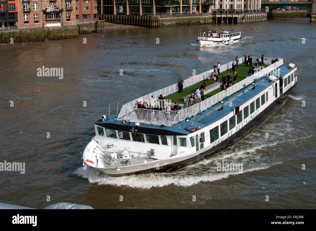 London Boat Restaurant Thames