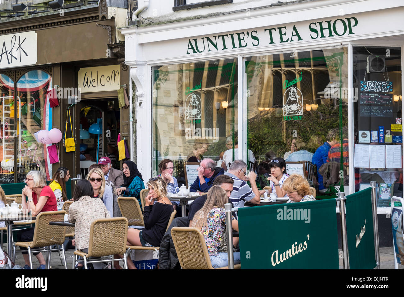 aunties-tea-shop-cambridge-england-E8JNT