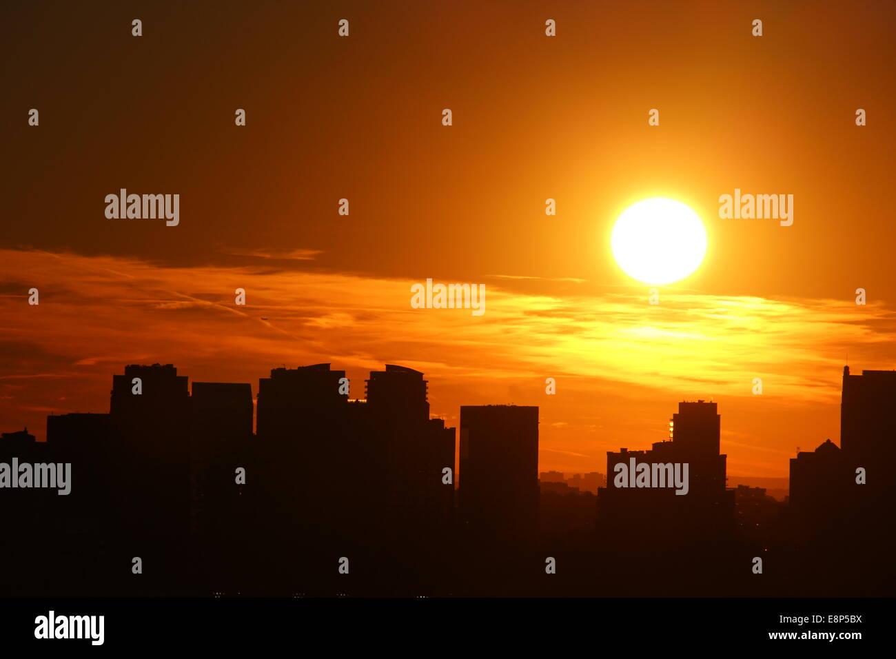 Urban_Sunset-E8P5BX.jpg