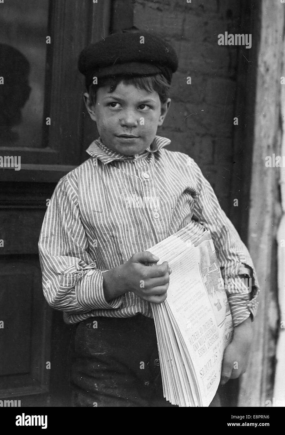 Paper boy Joe Smith 8 years old St Louis Mo May 1910 Stock
