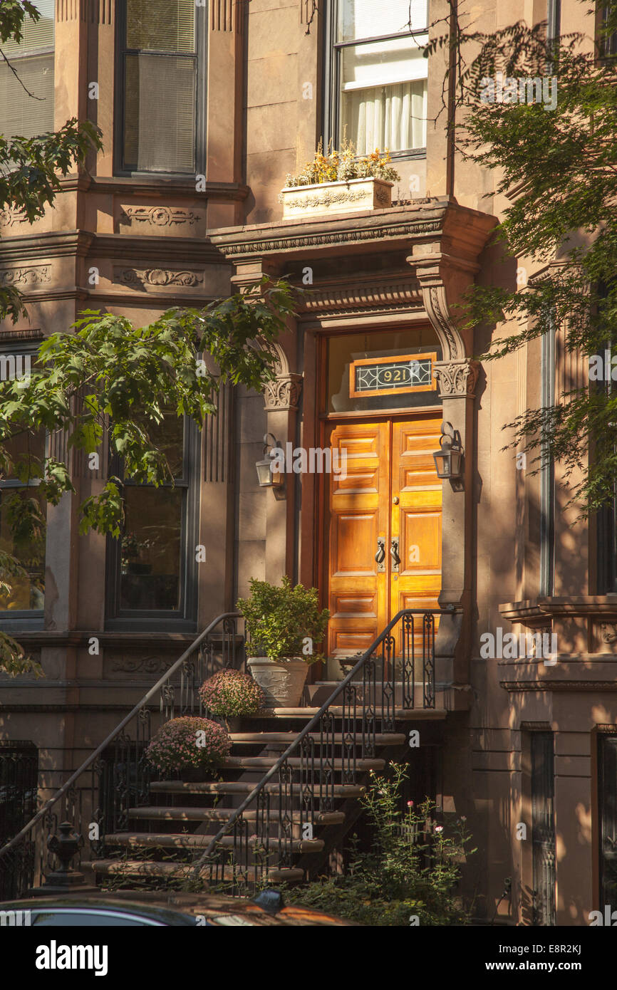 Front door of a brownstone building in park slope brooklyn for Buying a house in brooklyn