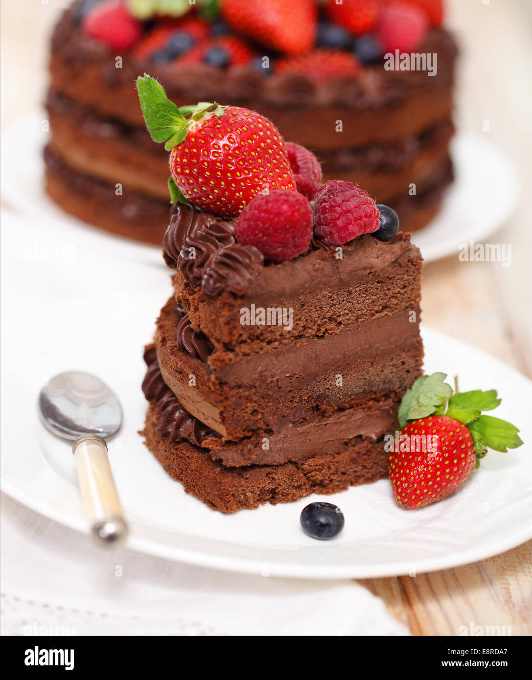 Light icing for chocolate cake