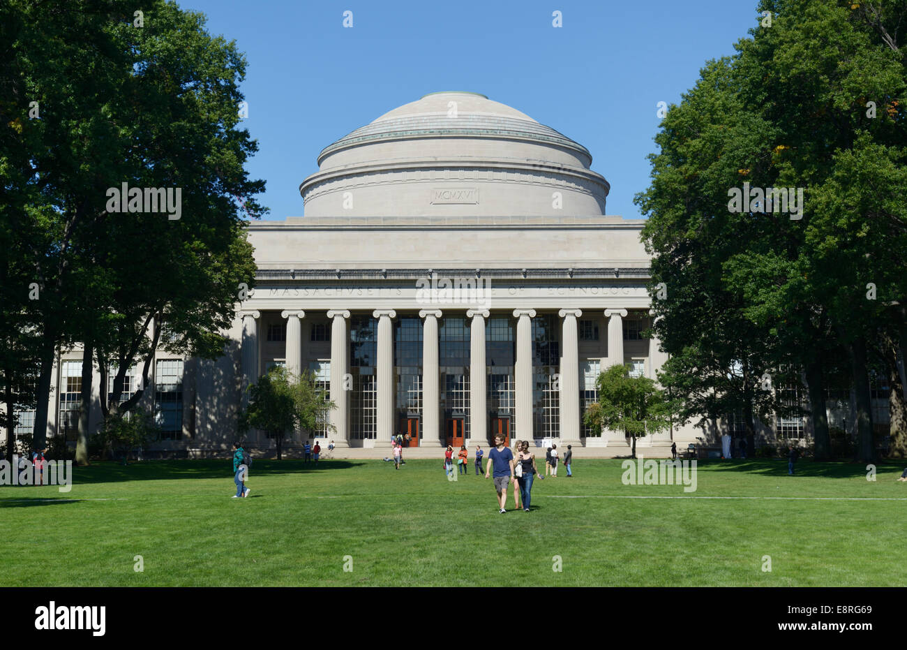 killian court and building 10 mit massachusetts institute of stock photo royalty free image. Black Bedroom Furniture Sets. Home Design Ideas