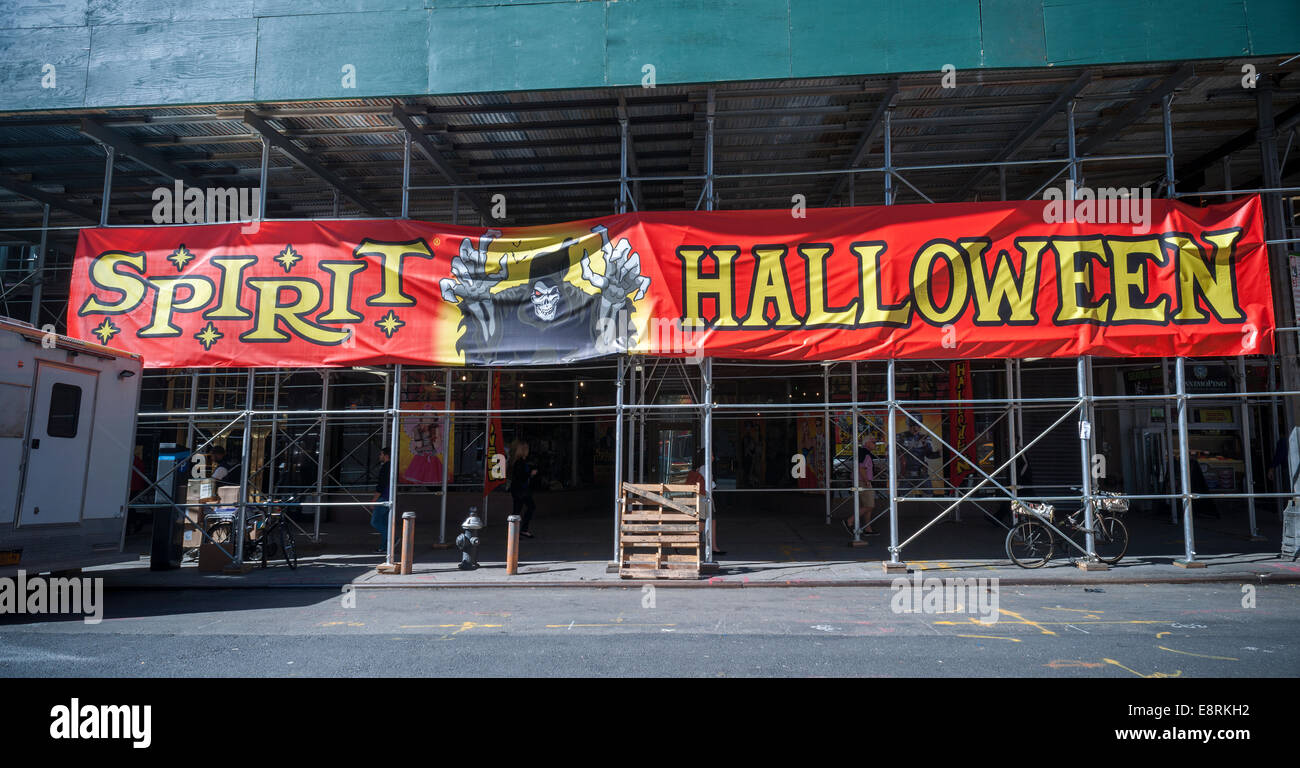 a spirit halloween pop up store in midtown in new york - Halloween Stores Ny