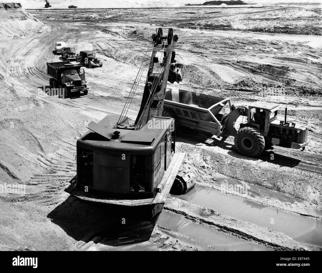 1950s CONSTRUCTION SITE EXCAVATION GRAVEL PIT CRANE TRUCKS