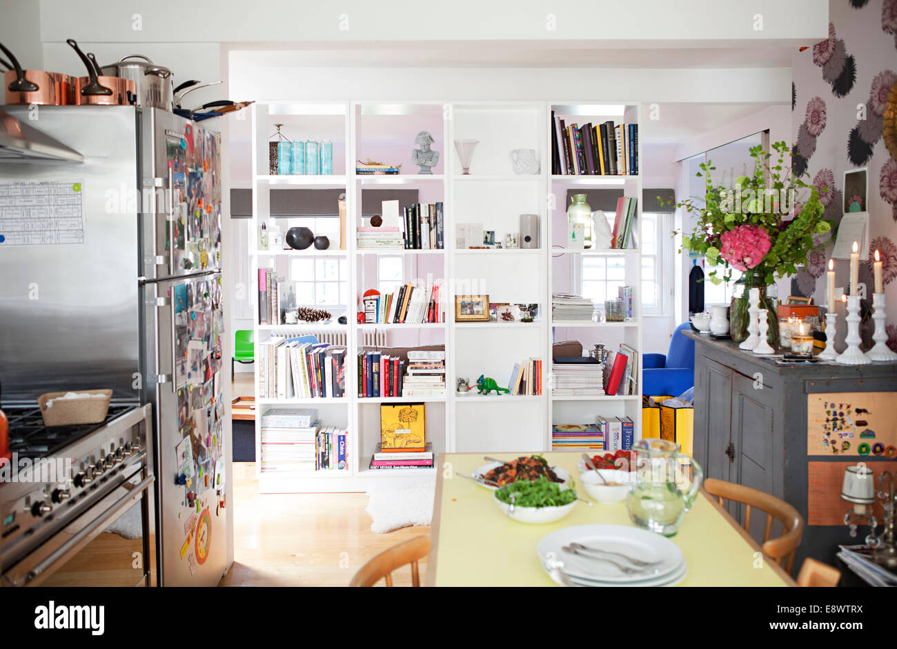 Open Plan Kitchen And Living Room In Modern Flat In Primrose Hill Stock Photo 74327006 Alamy