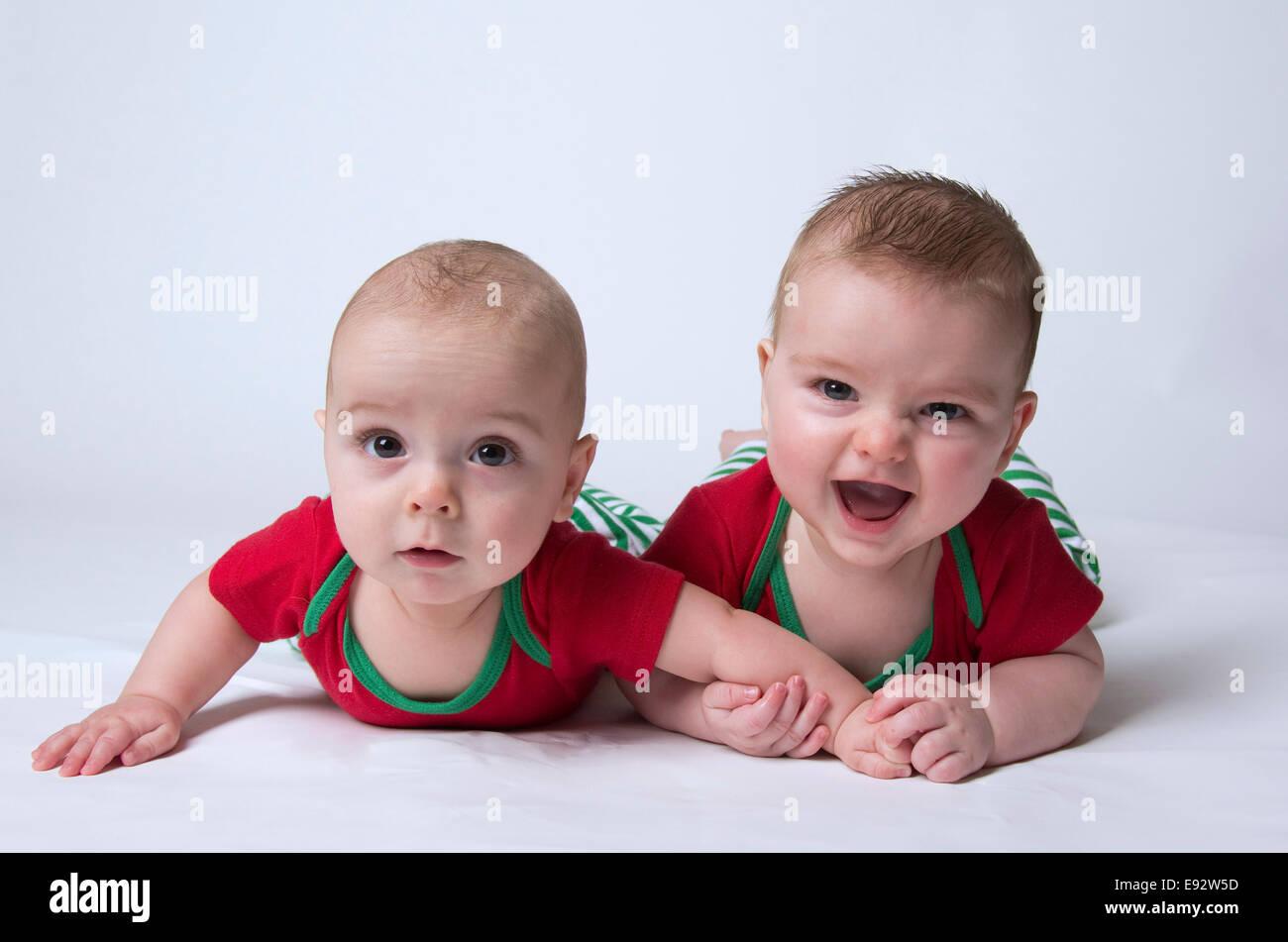 фото парни близнецы