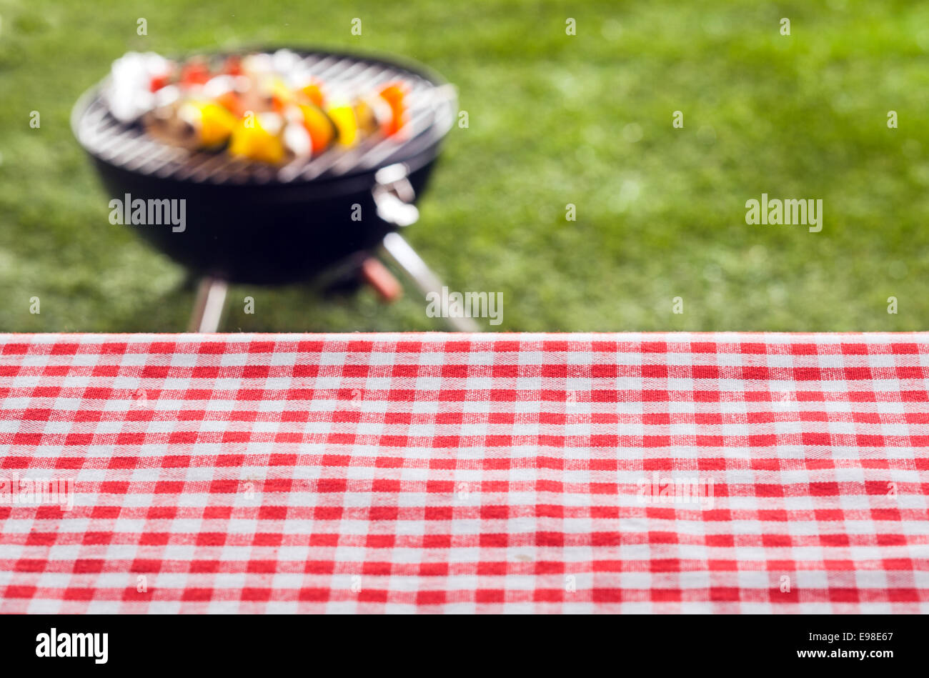 Picnic table background - Empty Picnic Table Background Covered In A Fresh Country Red And White Checked Cloth For Your