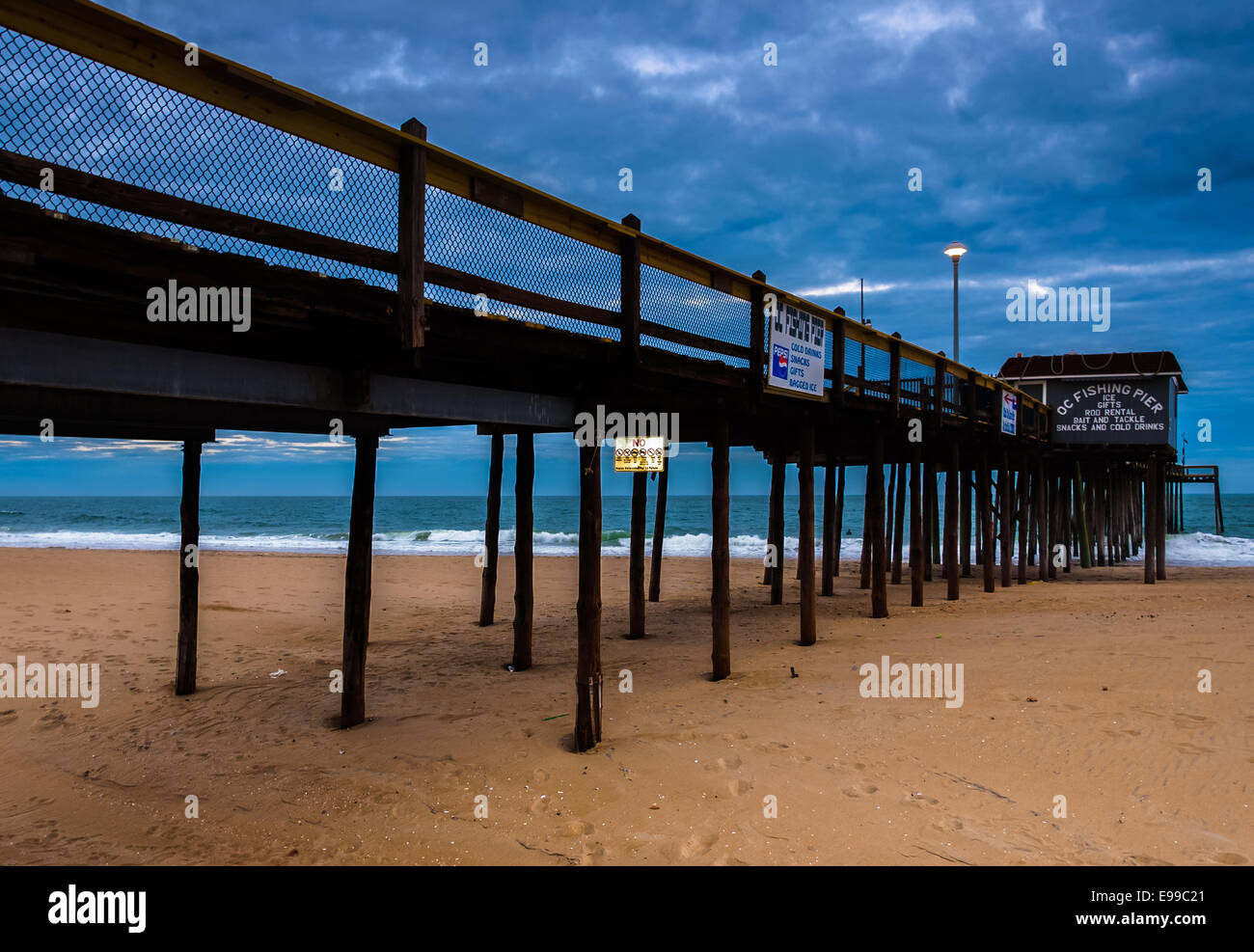 The fishing pier on the beach of ocean city maryland for Atlantic city fishing pier