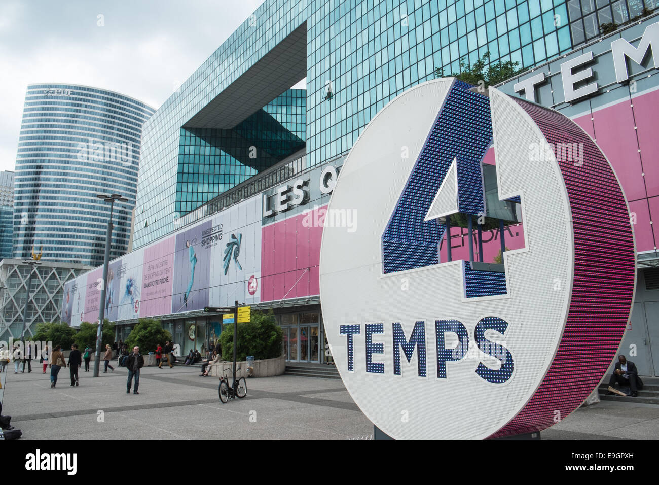les quatre temps four seasons shopping centre at la defense stock photo royalty free image. Black Bedroom Furniture Sets. Home Design Ideas