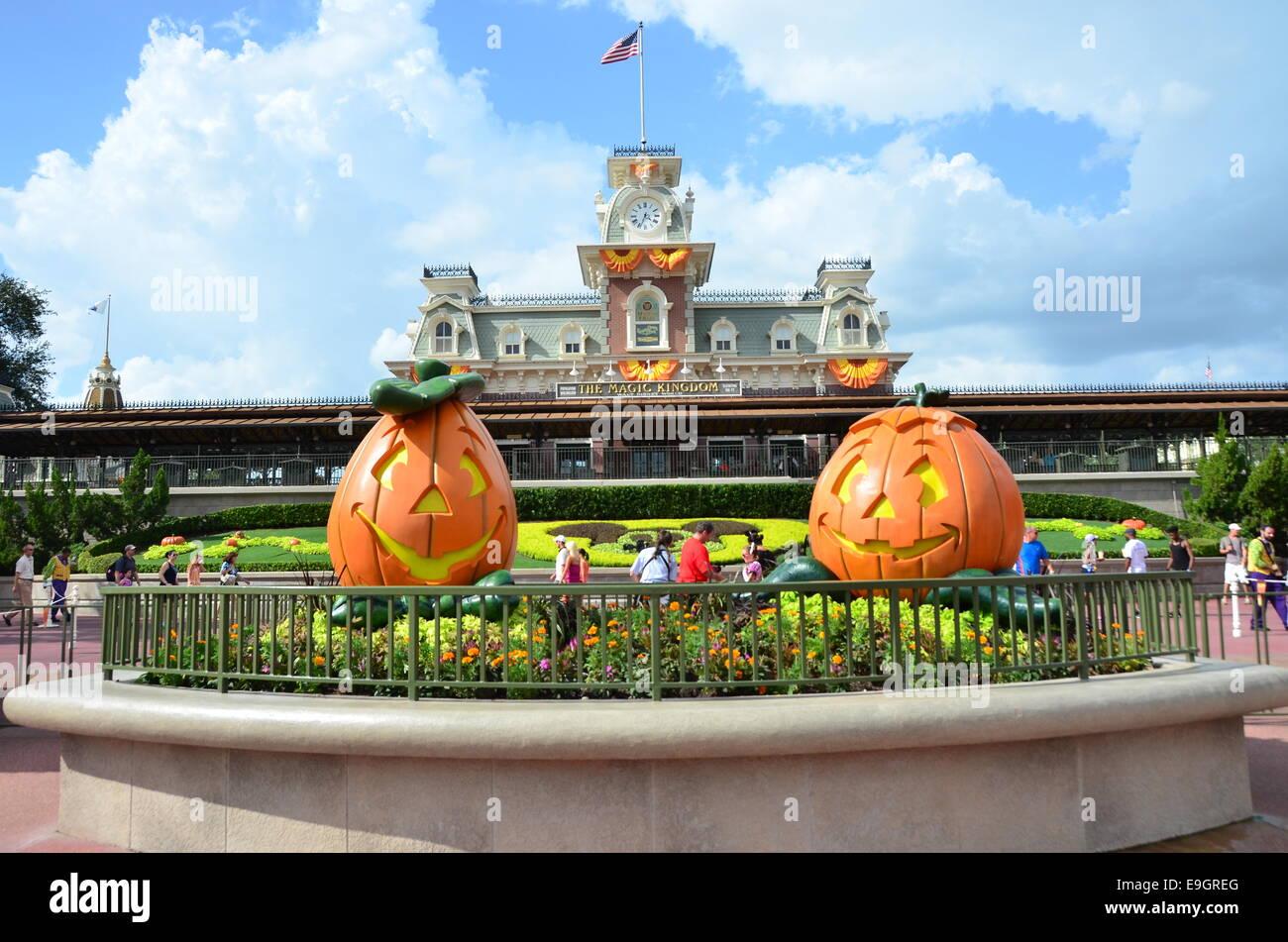 pumpkin decorations for halloween at disneys magic kingdomorlando florida - Disney Halloween Orlando