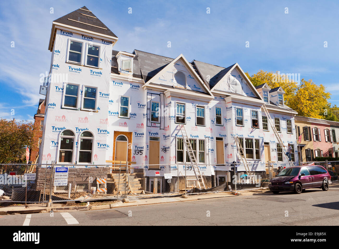 Dupont tyvek house wrap applied on new home construction for Dupont house