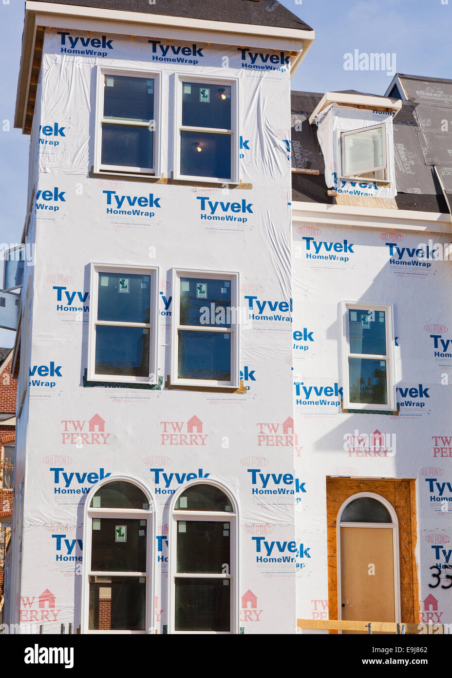 dupont tyvek house wrap applied on new home construction virginia stock photo royalty free. Black Bedroom Furniture Sets. Home Design Ideas