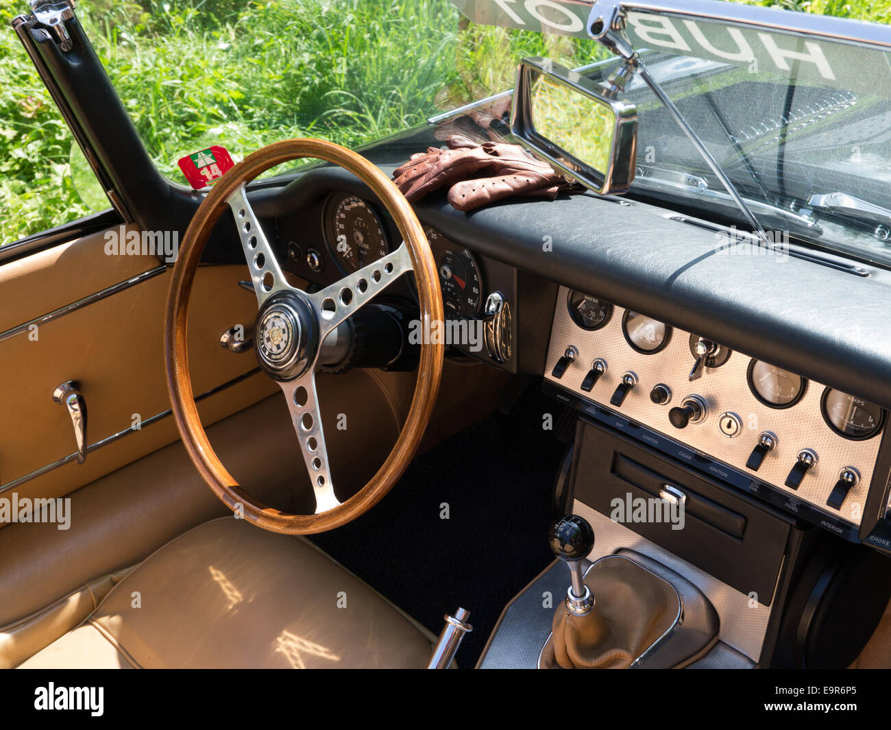 Jaguar driving gloves uk - Interior Of A Classic Jaguar E Type Car With Driving Gloves On The Dash