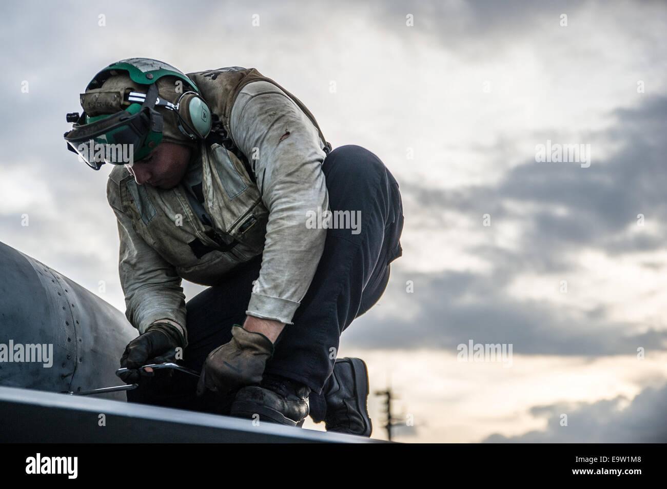 u s navy aviation machinist s mate rd class william catlin stock photo u s navy aviation machinist s mate 3rd class william catlin performs maintenance on an f a 18e super hornet aircraft assigned t