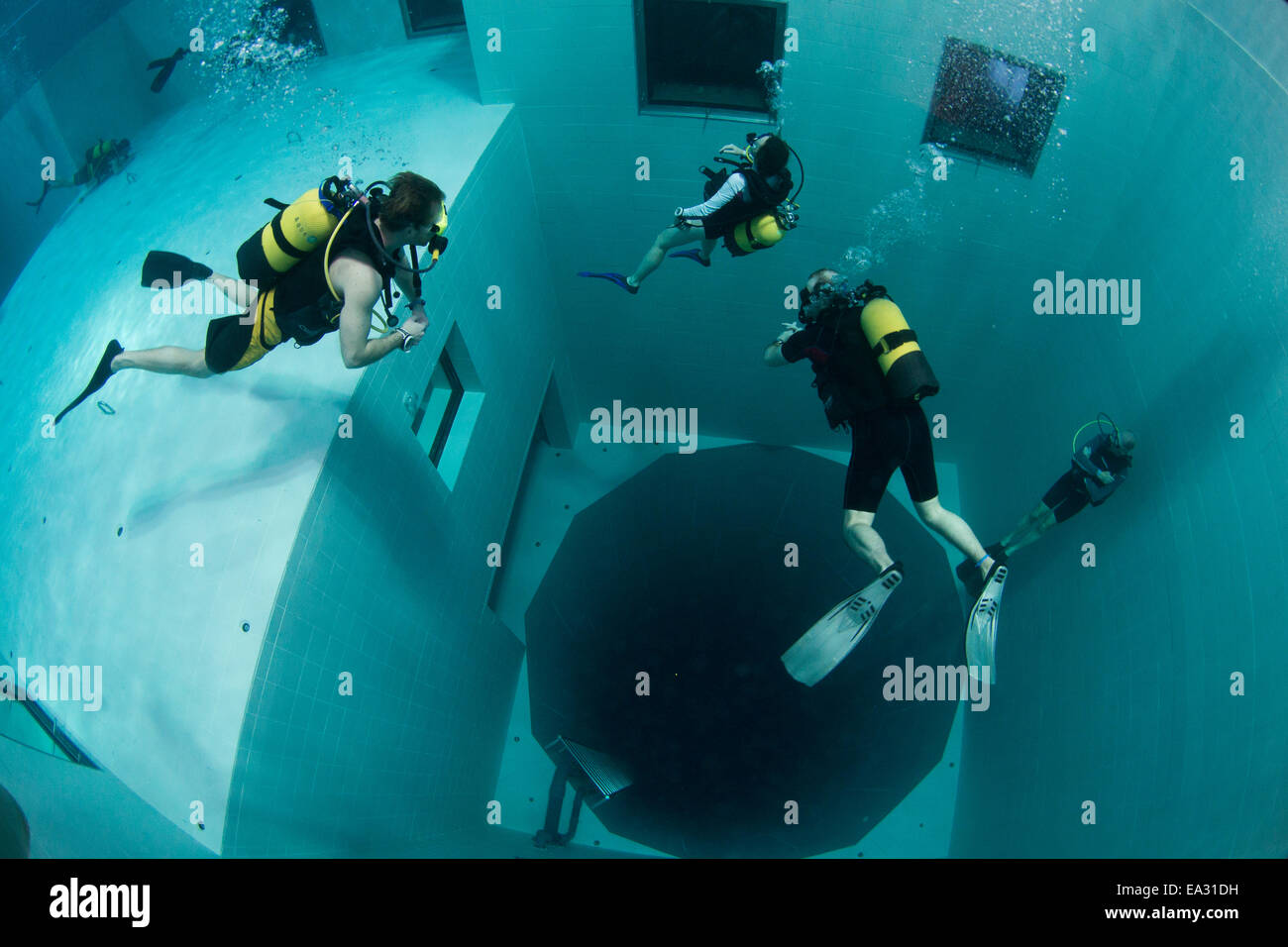 Divers in nemon 33 pool the deepest swimming pool in - How deep is the average swimming pool ...