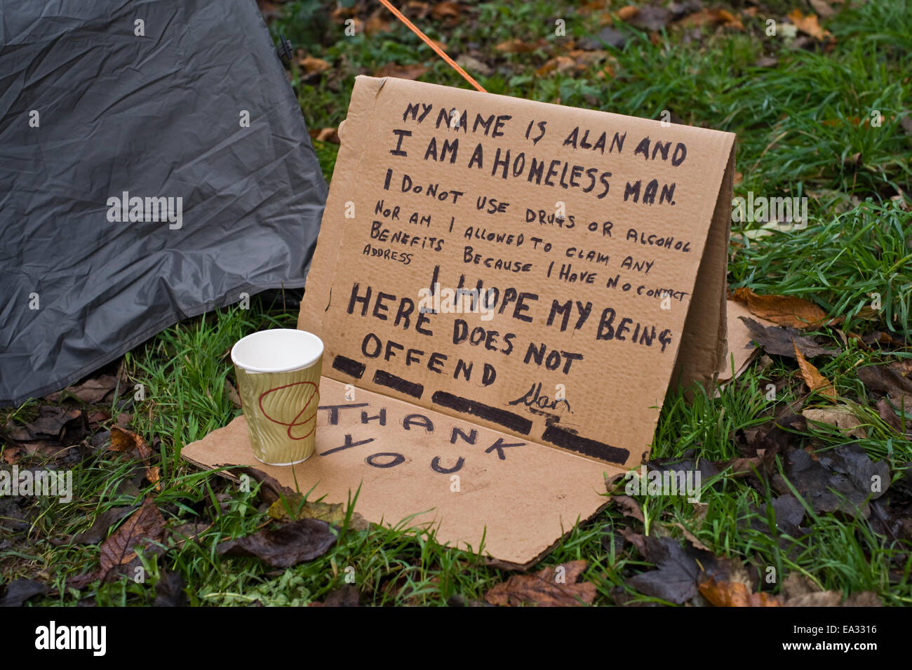 Tent of homeless man called  Alan  living under the road bridge over the River Wye at Hay on Wye. He lost his home when his partner & Hay-on-Wye Powys Wales UK 6th Nov 2014. Tent of homeless man ...