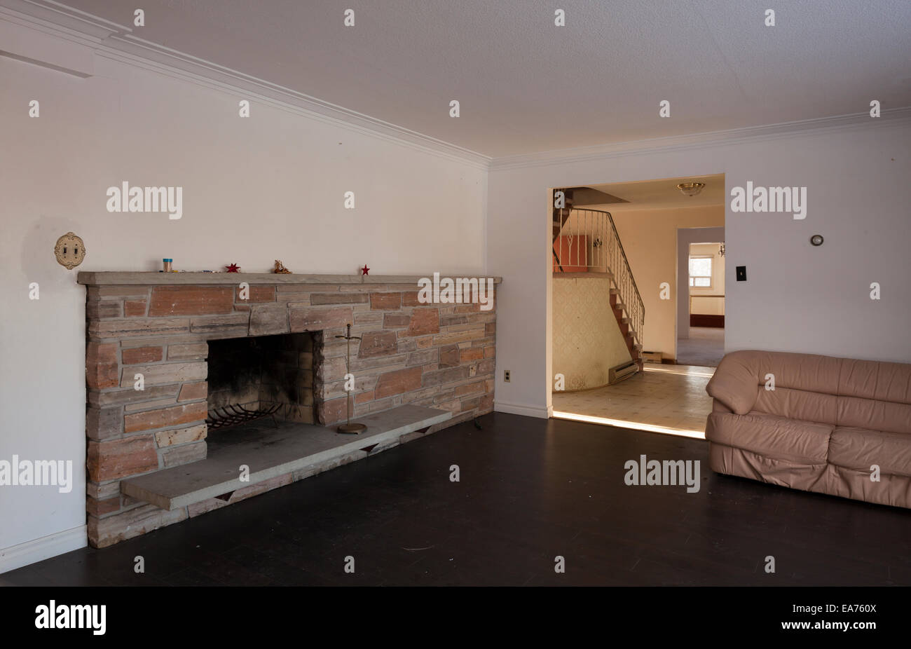 fireplace in empty room stock photos u0026 fireplace in empty room