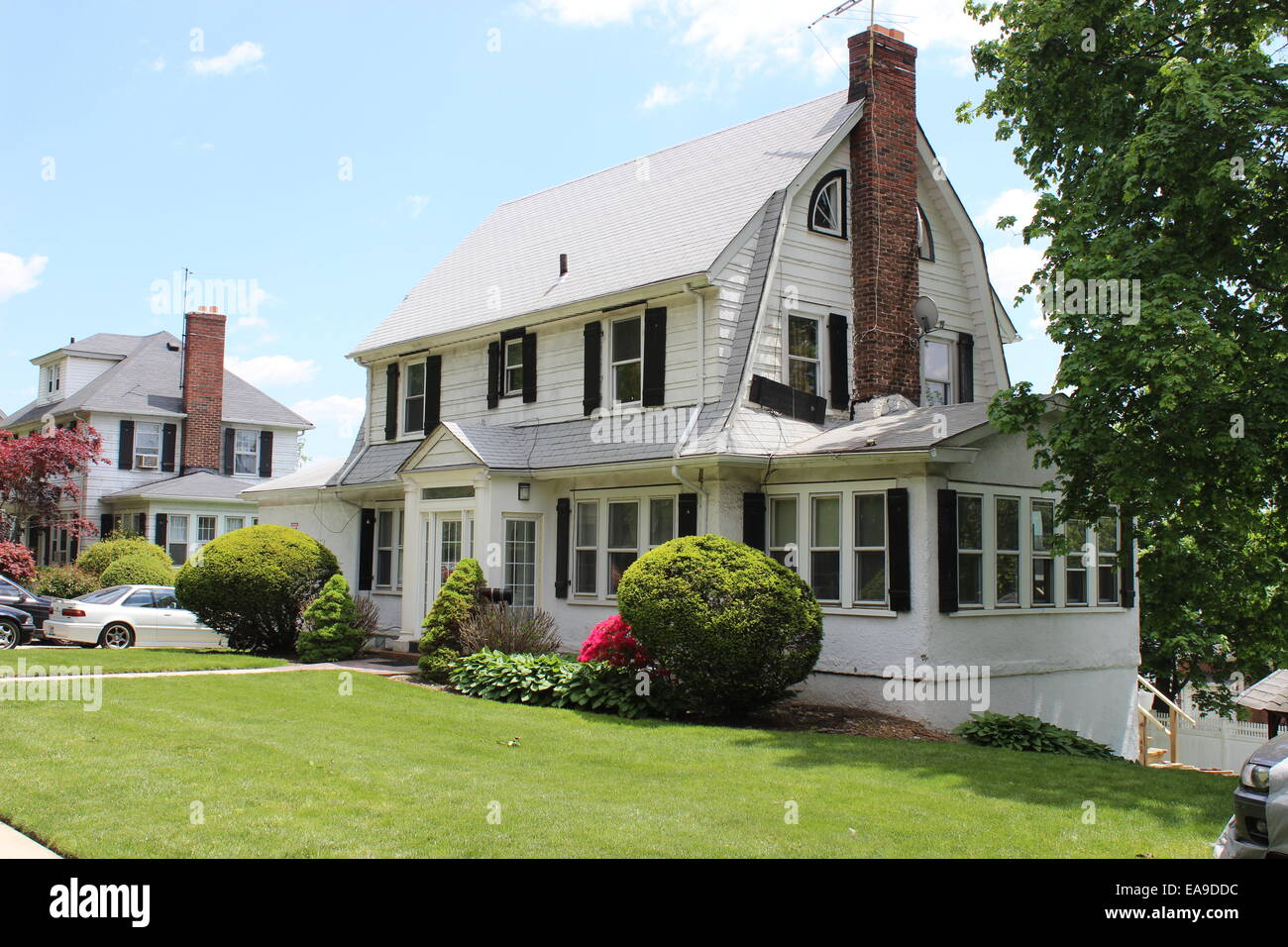 Dutch colonial revival house hollis park gardens queens for Dutch house