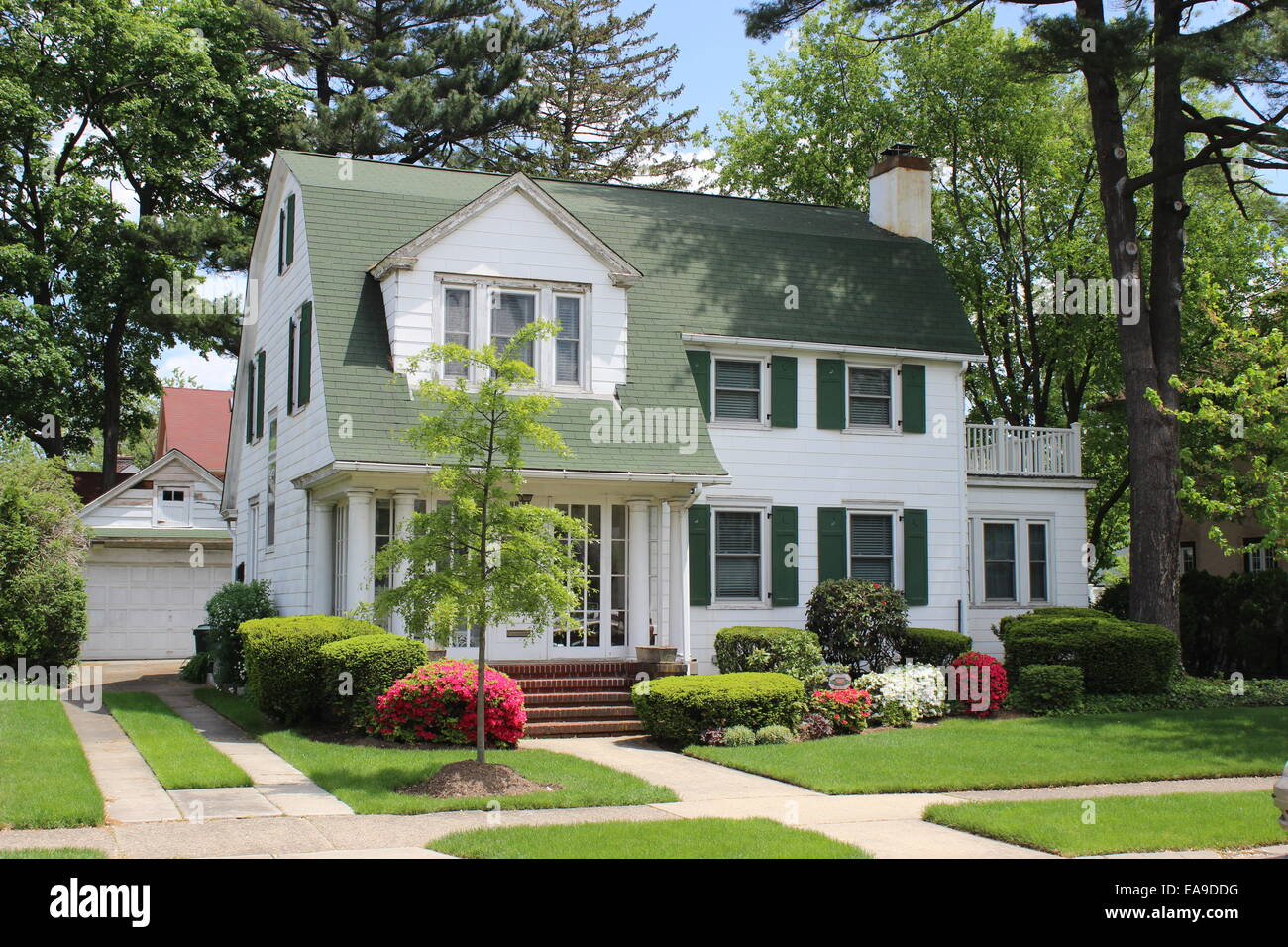 Dutch colonial revival house hollis park gardens queens for New colonial homes