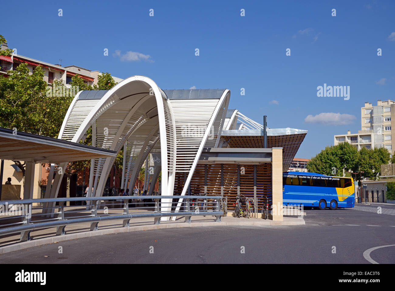 Modernist bus station coast station or gare routi re aix for Aix en provence salon de provence bus