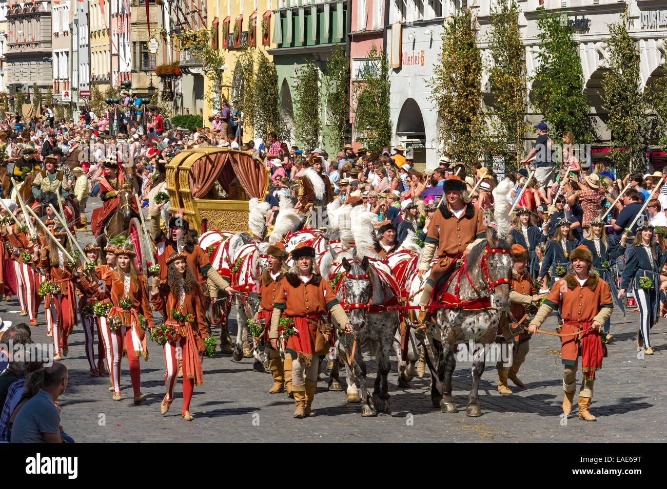 Horse drawn golden bridal carriage and escorts wedding procession horse drawn golden bridal carriage and escorts wedding procession of the landshut wedding historic center landshut junglespirit Images