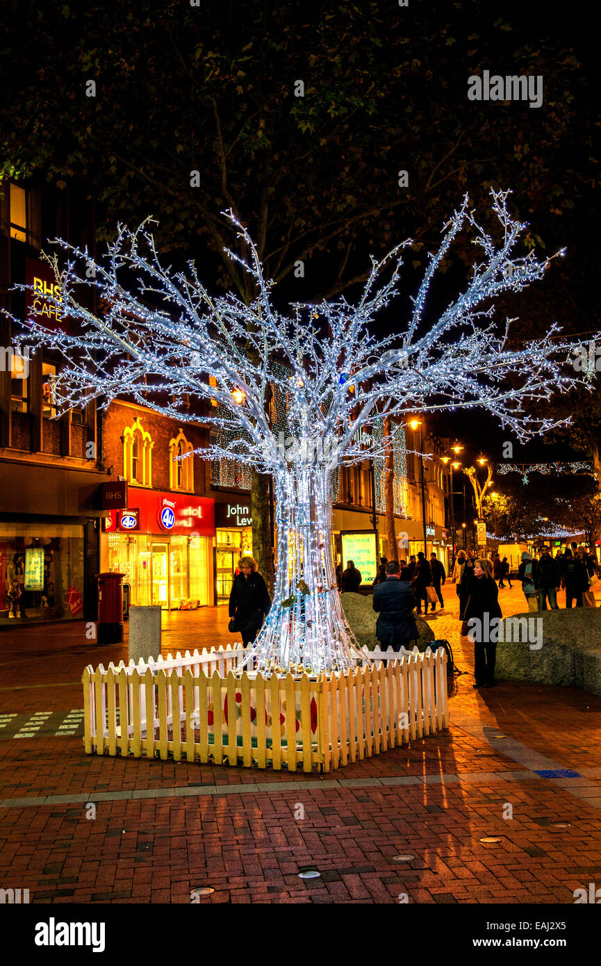 Towns that have great christmas decorations read - Christmas Lights In The Town Of Reading Berkshire Uk
