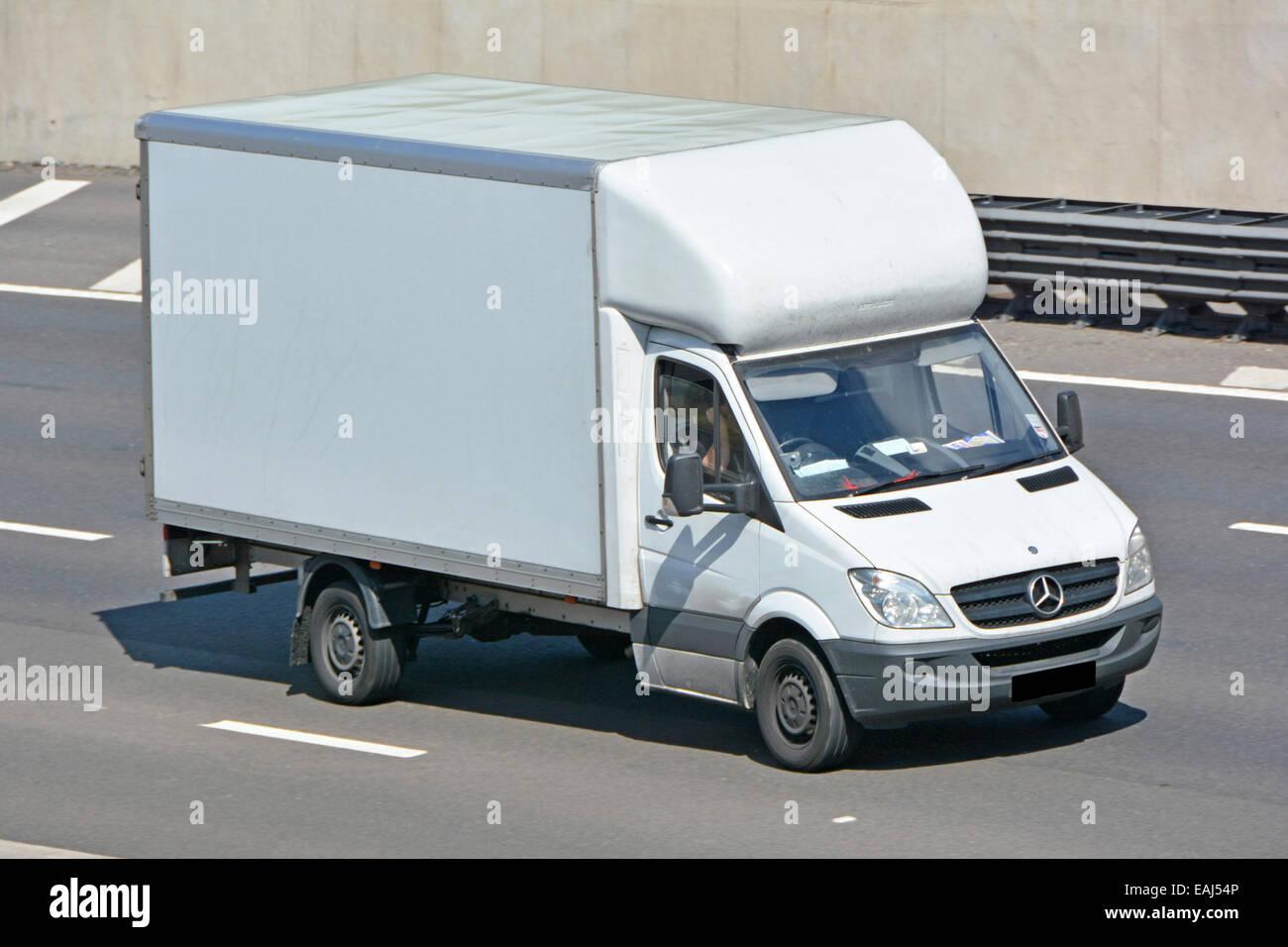 100 mercedes commercial van mercedes benz unveils for Mercedes benz commercial van