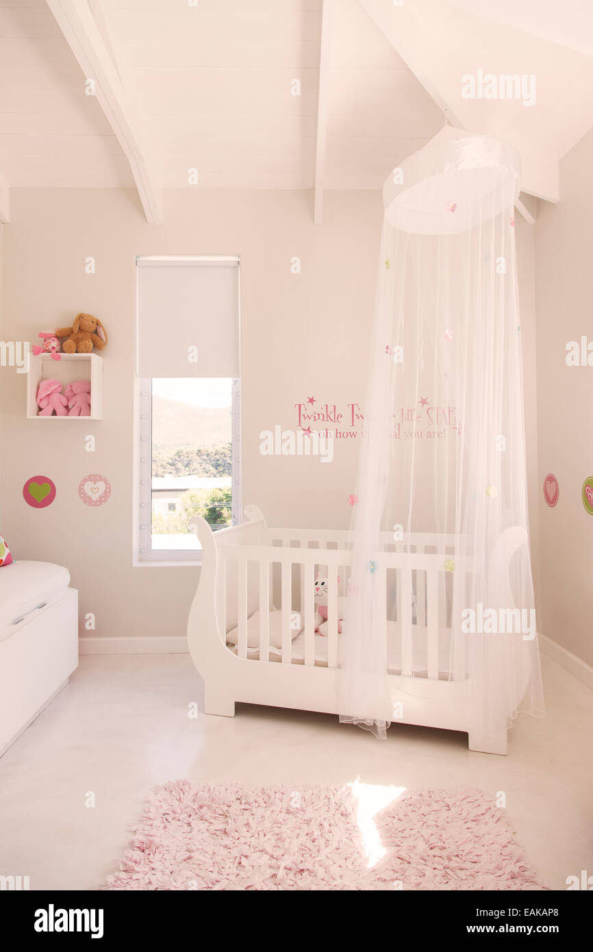 White crib with tulle canopy in pastel colored babyu0027s room : tulle canopy - memphite.com