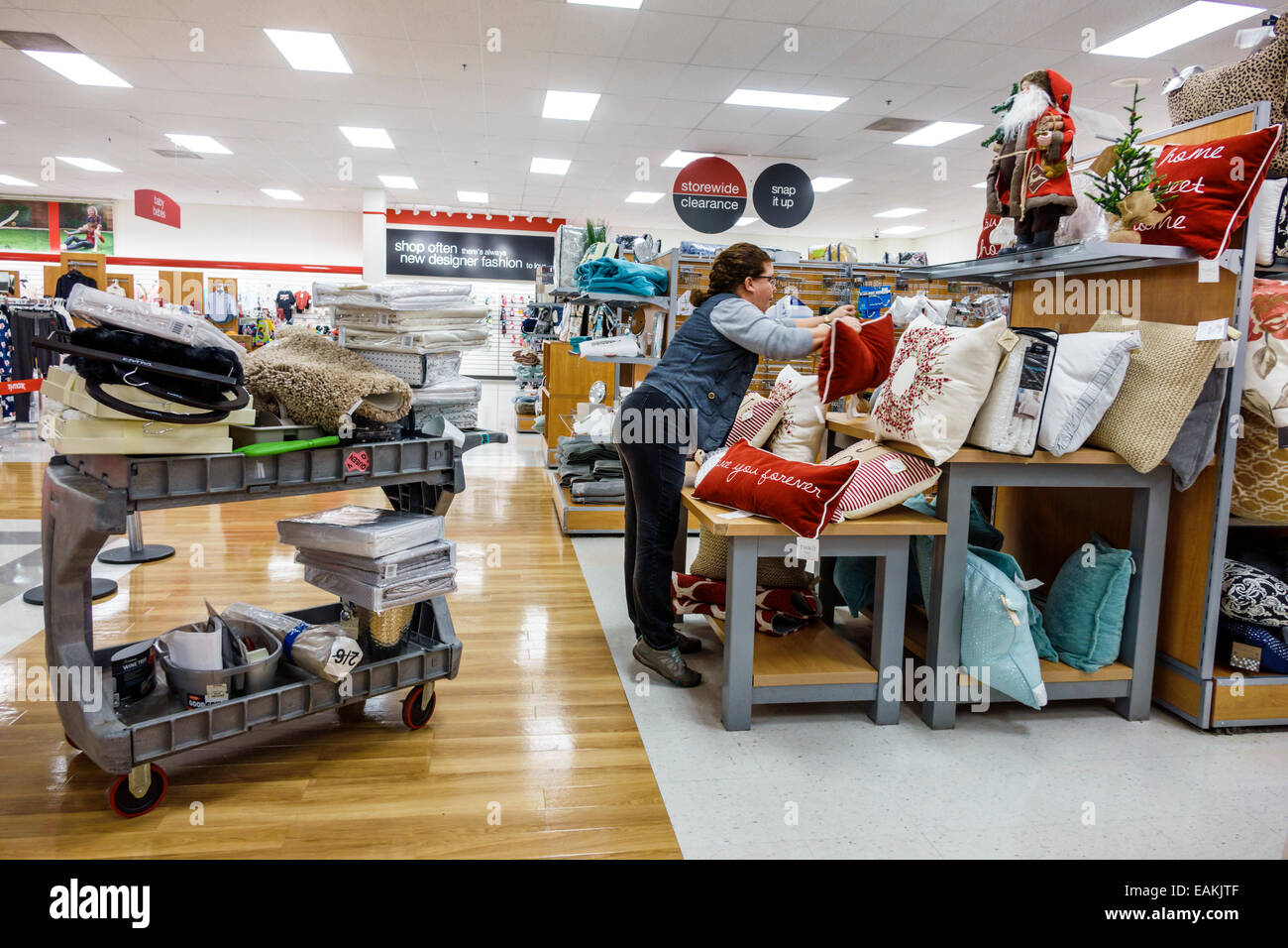 HomeGoods stores offer an ever-changing selection of unique home fashions in kitchen essentials, rugs, lighting, bedding, bath, furniture and more all at up to 60% off department and specialty store .
