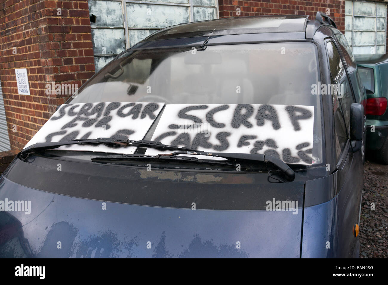 Scrap cars for sale sign on the windscreen of car Photo – Free for Sale Signs for Cars