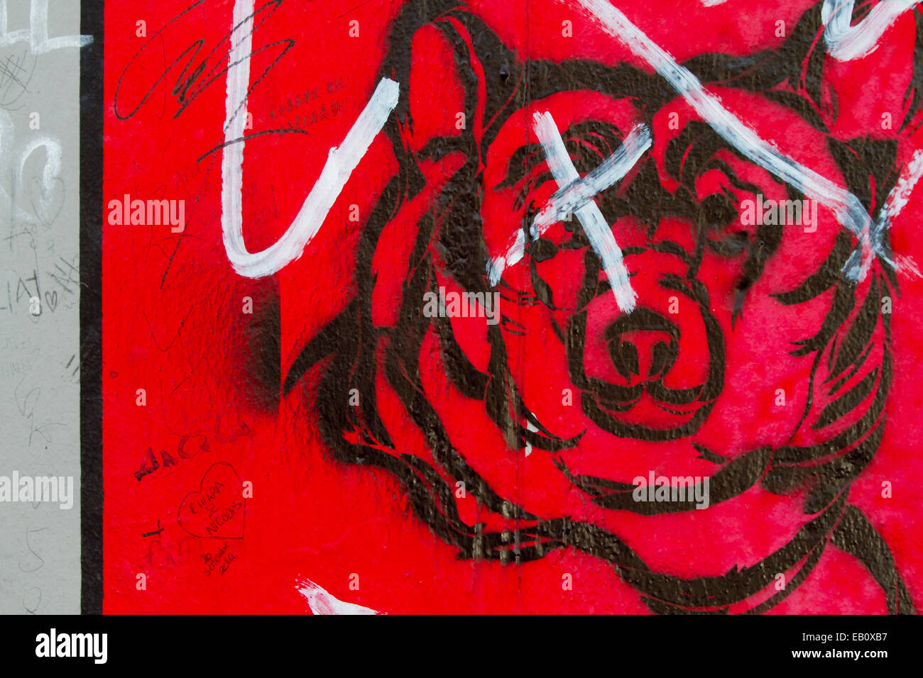 Grafiti wall red - Berlin Wall Bear Graffiti Street Art Tags Red