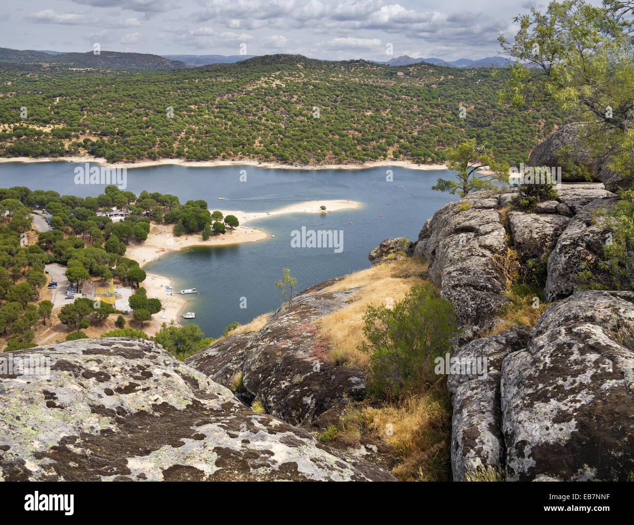San juan reservoir from almodon hill in san martin de for Piscina climatizada san martin de valdeiglesias