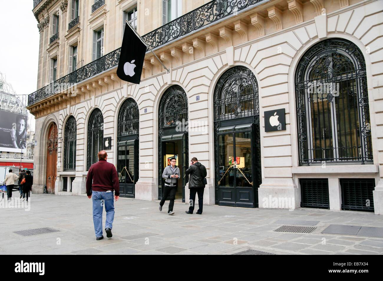 people passing the apple store in the opera area paris france stock photo 75776824 alamy. Black Bedroom Furniture Sets. Home Design Ideas