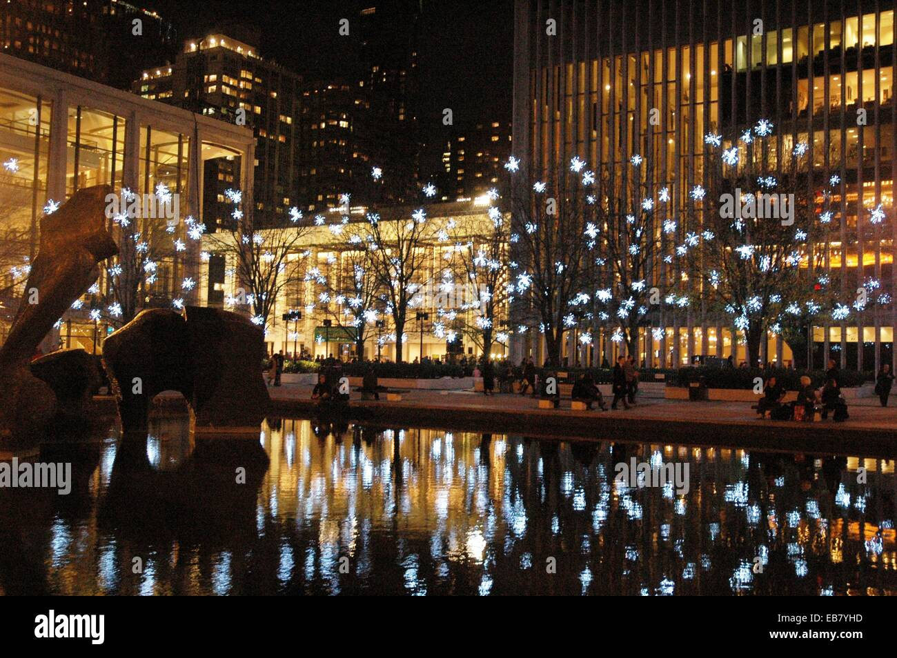 New york city christmas decorations at the lincoln center for New york city decor