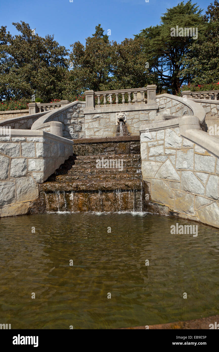 Water fountains virginia - Lion Head Fountain With Running Water At Maymont In Richmond Virginia