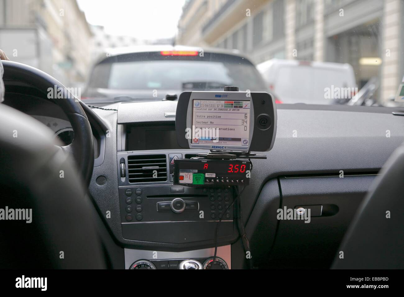 Taxi Meters Purchase : Running taxi meter as seen from the back seat paris