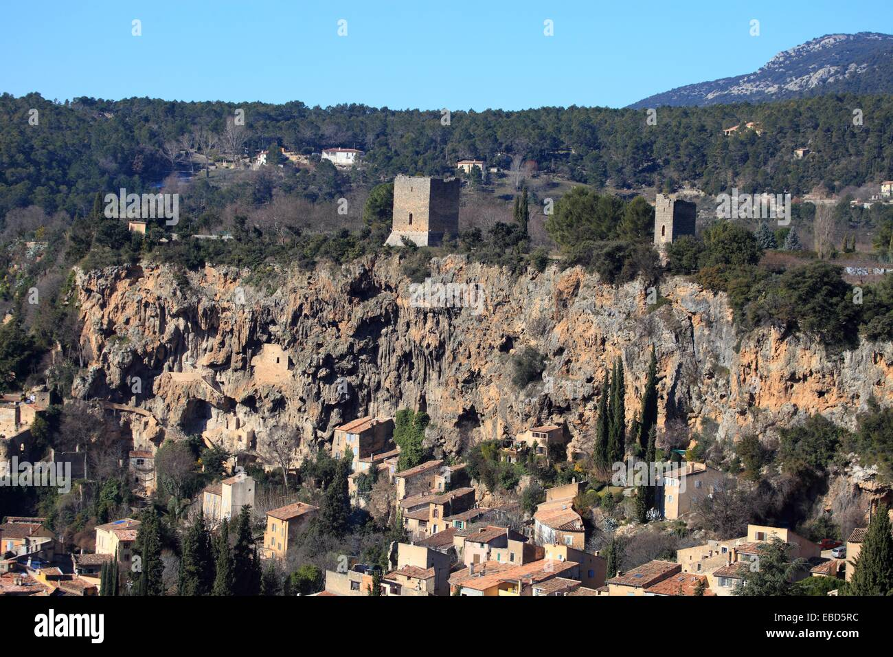medieval-village-of-cotignac-var-83-provence-paca-france-EBD5RC