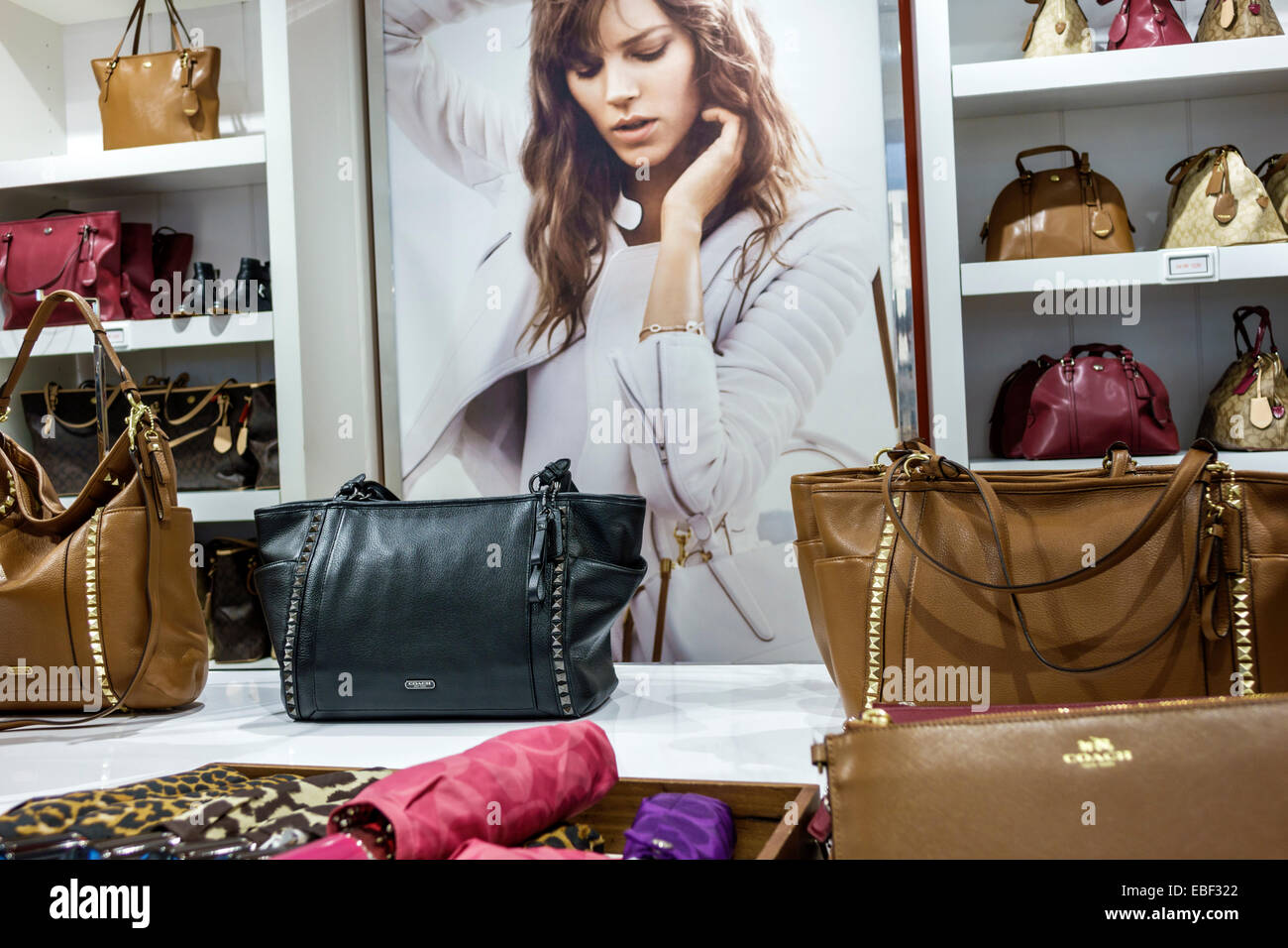 coachfactory outlet 8e40  Orlando Florida Premium Outlets shopping Coach Factory leather goods  display sale women's handbags inside