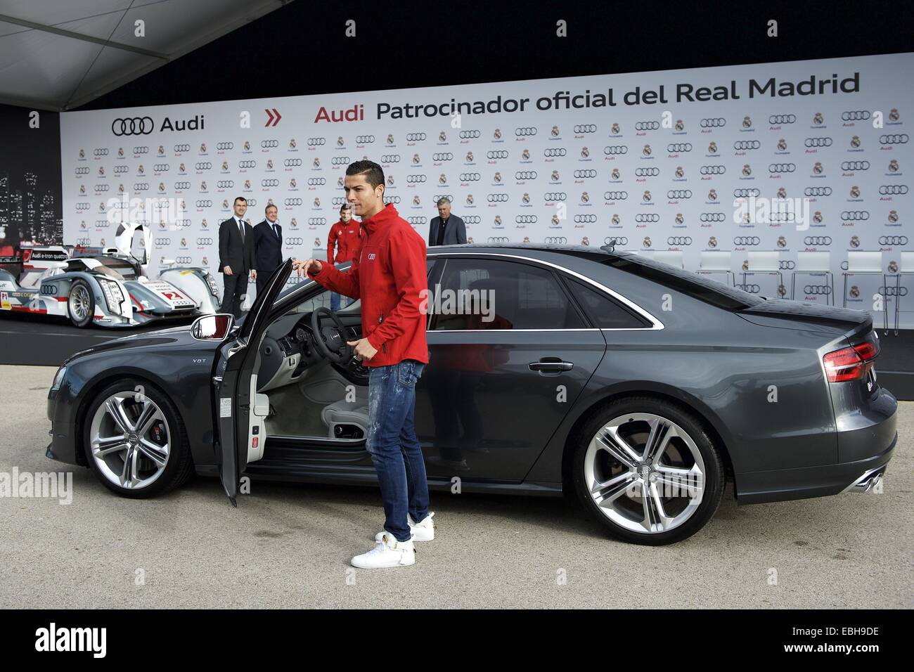 Madrid Spain St Dec Cristiano Ronaldo Received The New - Audi car jack instructions