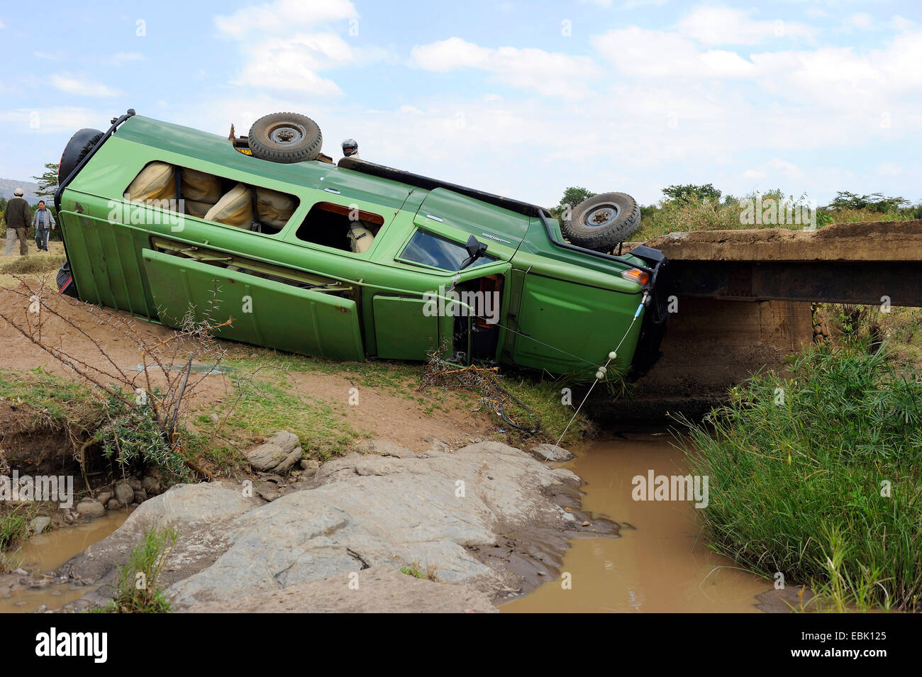 safari-car-tumbled-from-a-bridge-kenya-m