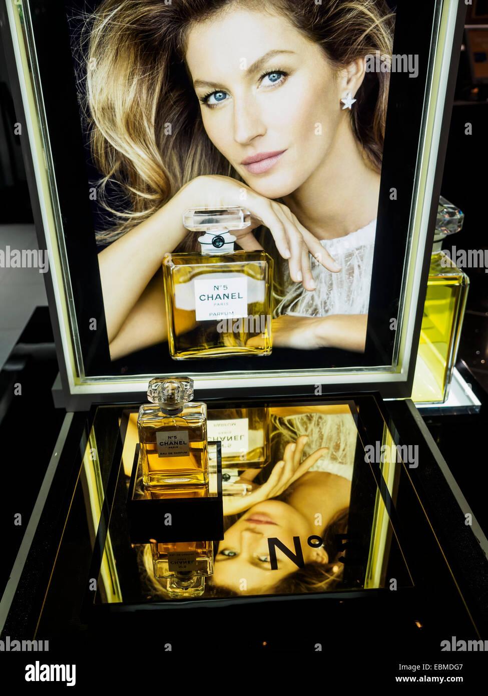 Chanel No 5 Perfume Bottle Ad With Gisele Bundchen Stock
