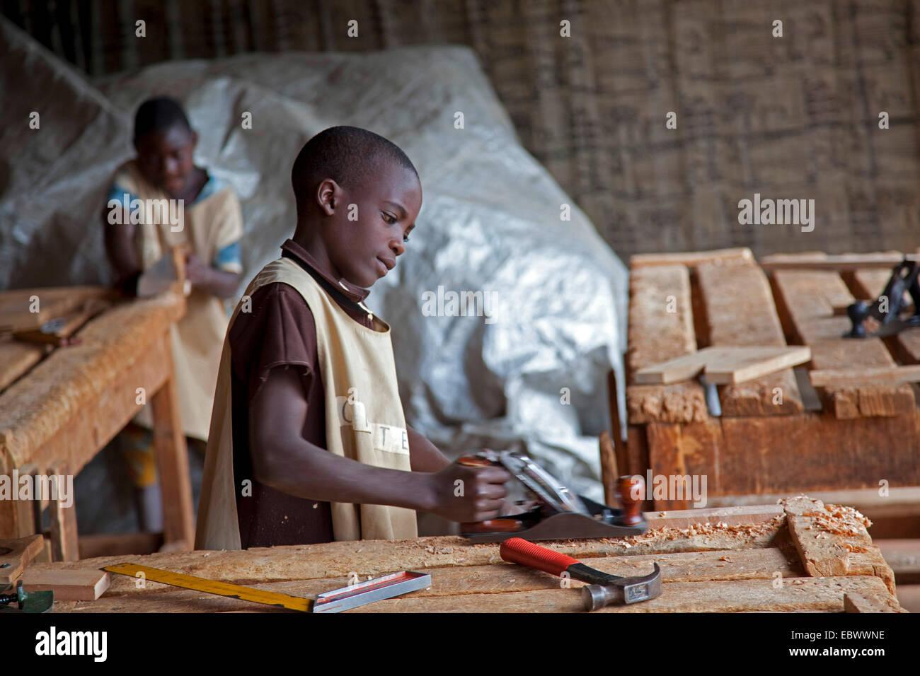 teenager becoming apprenticeship as cabinet maker, Burundi, Ngozi ...