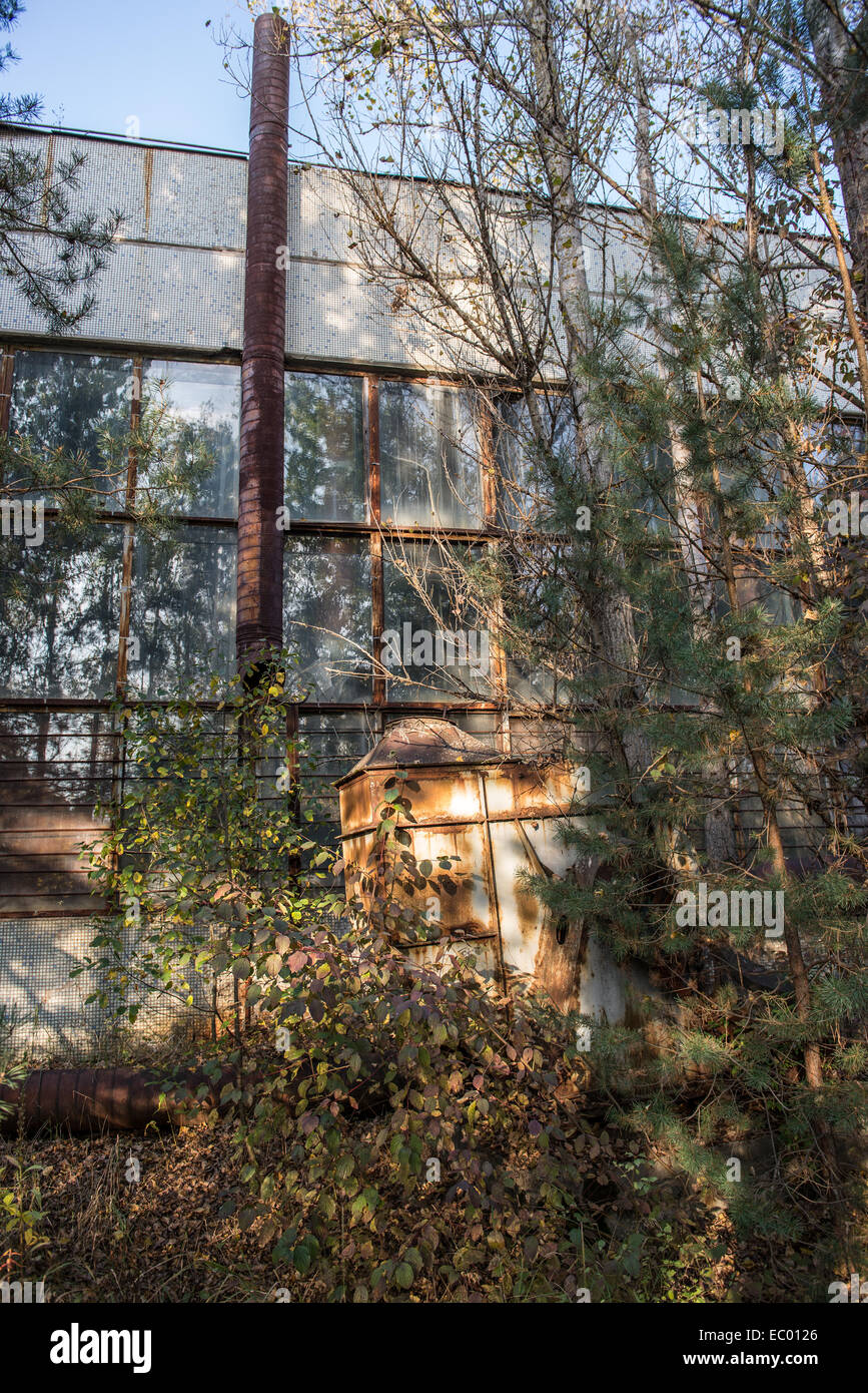 Drone RUIN - Page 12 Jupiter-factory-in-pripyat-abandoned-city-chernobyl-exclusion-zone-EC0126