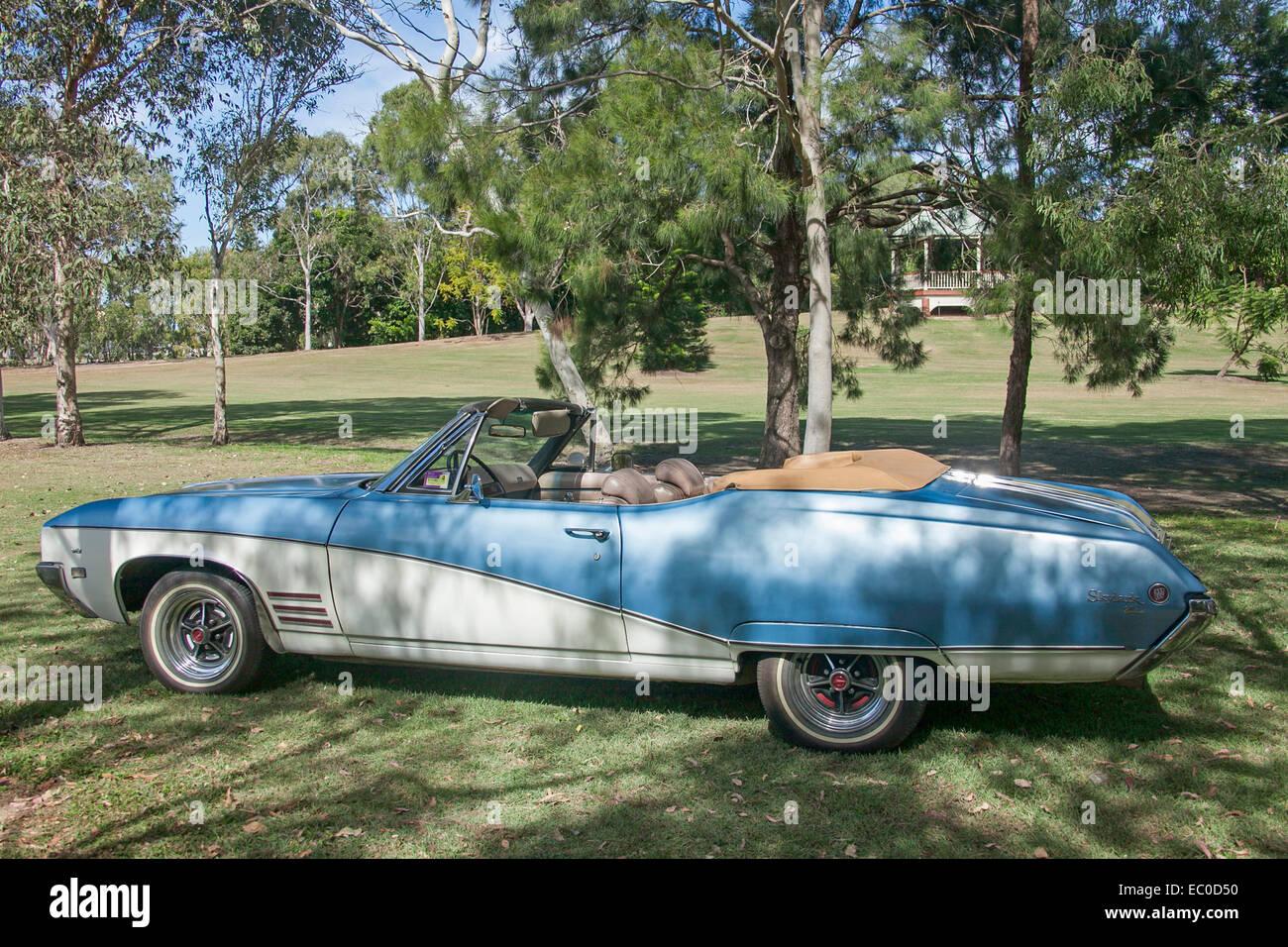1968 buick electra 225 2 door hardtop front 3 4 81136 - Classic American Car Blue White Convertible 2 Door Buick