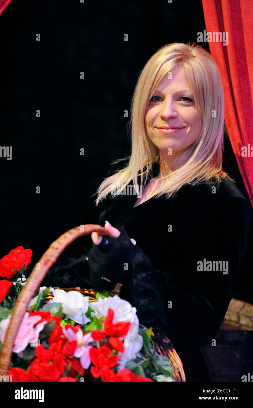 nancy at dickens world actress jennifer lane flower basket stock photo nancy at dickens world actress jennifer lane flower basket in the role of nancy from dickens s novel oliver twist