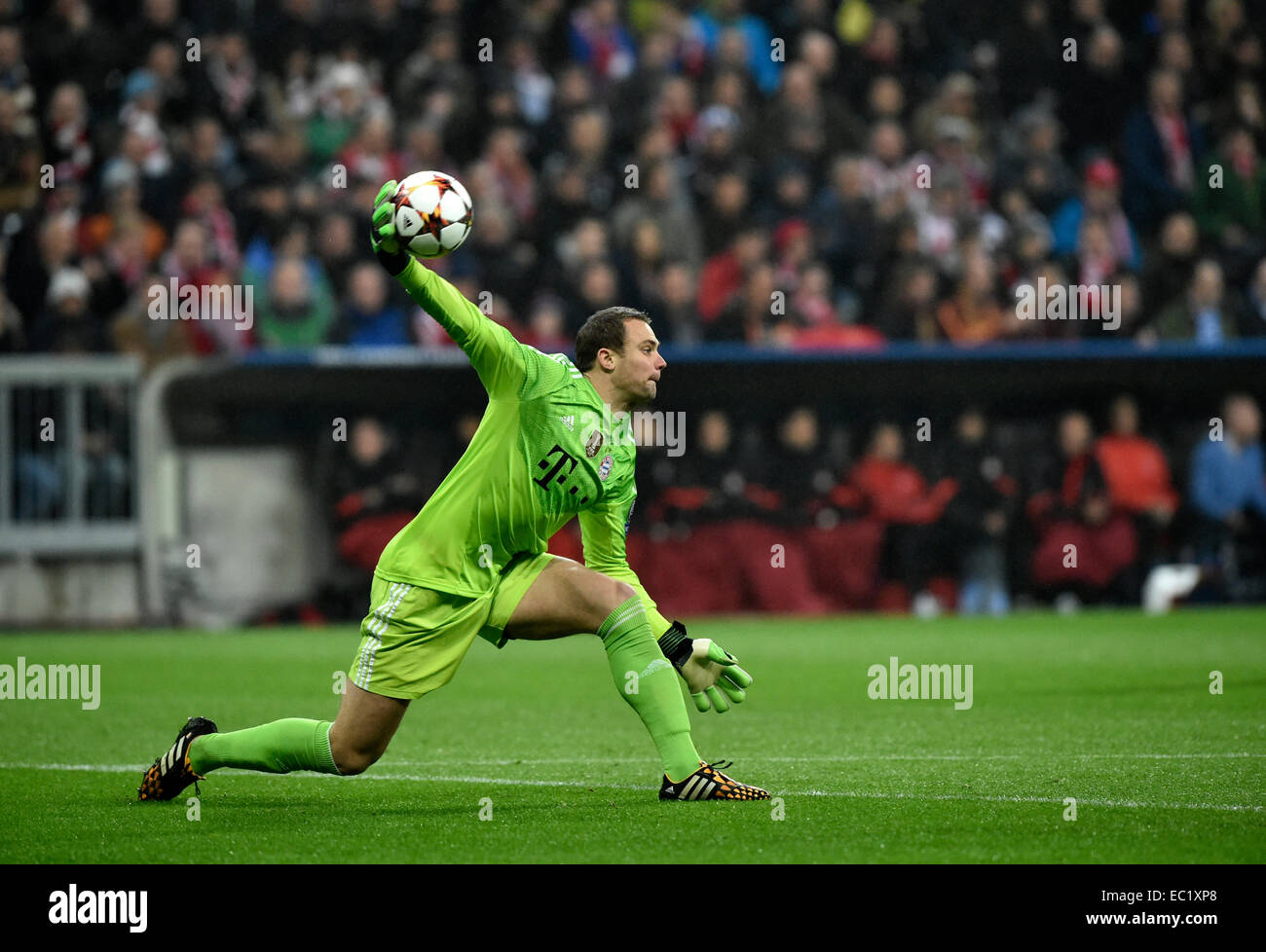 Goalkeeper Manuel Neuer FC Bayern Munich throwing the ball